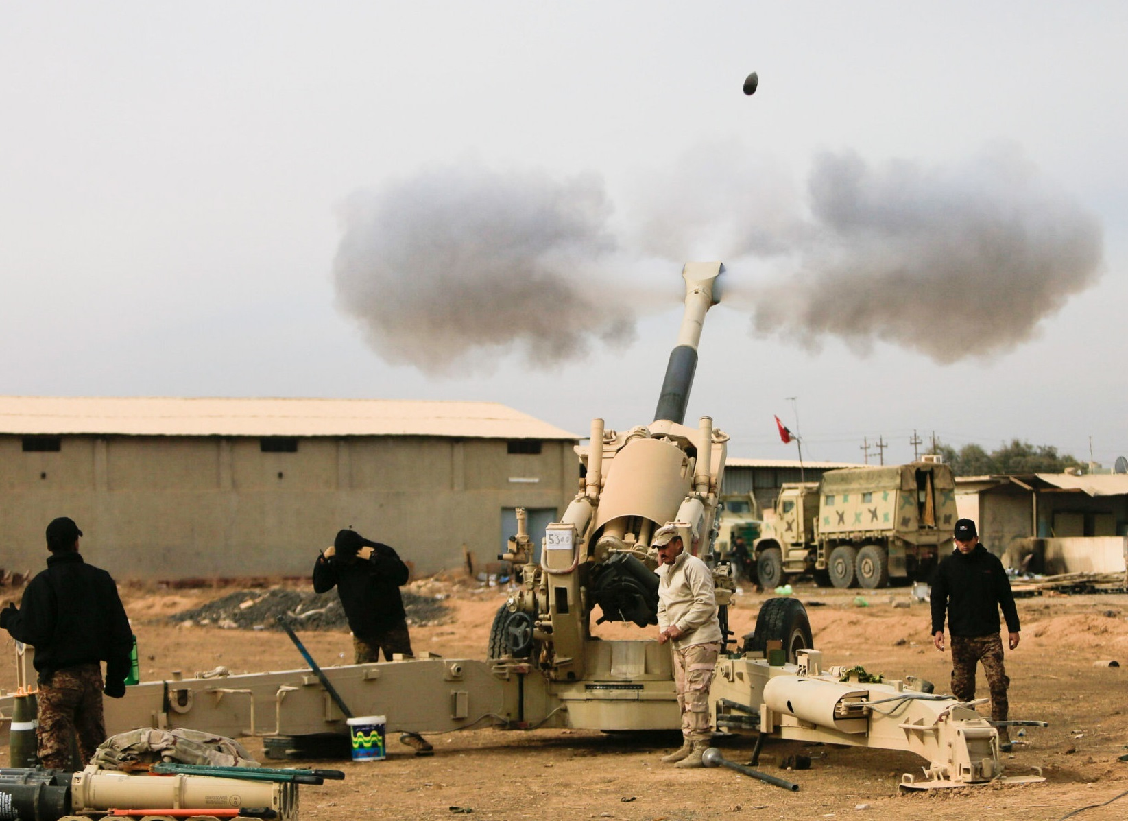Iraqi army fires towards Islamic State militant positions in Mosul from outskirts of Bartila