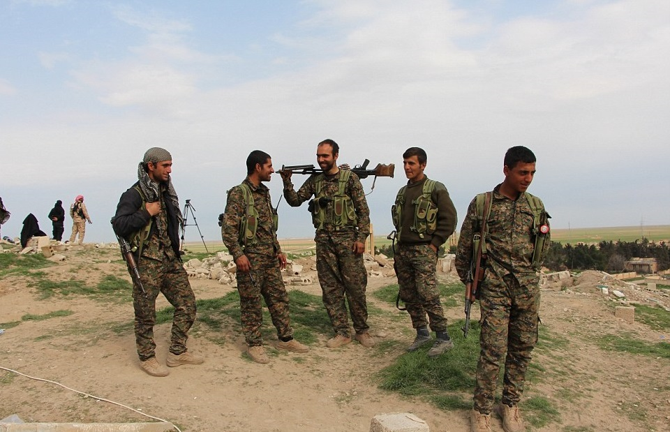 263e666100000578-2975783-relaxed_having_liberated_tal_hamis_the_kurdish_defence_fighters_-a-135_1425314101029