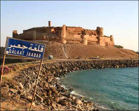 jaabar-castle-on-the-bank-of-assad-lake-overlooks-tabqa-dam-syria-photo-courtesy-panoramio-com