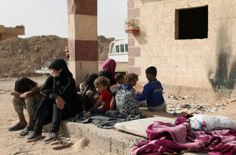 Syrian women and children arrive in the northern area of Deir al-Zor, Syria